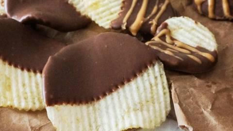Čips in jabolka s čokolado