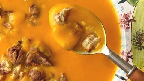 Bogata bučna juha s pečenim kostanjem