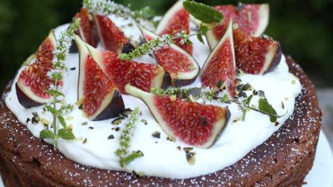 Mandljevo čokoladna torta s figam