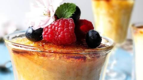 Rižev puding z belo čokolado in karamelizirano skorjico a la creme brulee