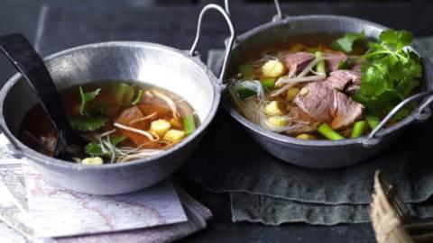 Pho bo (vietnamska juha z rezanci in govedino)