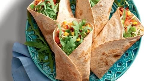 Tortilje z mehiško omako in sadno solato