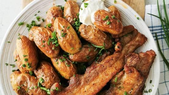 Potrebuševina z mladim krompirjem iz pečice