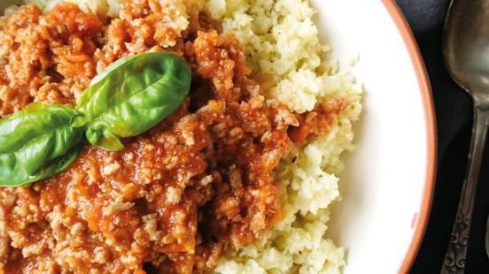 Cvetačni kuskus z omako bolognese