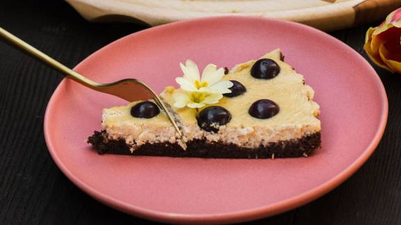 Pita s kremnim sirom in brownie osnovo