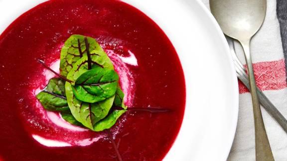 Žametna juha iz rdeče pese