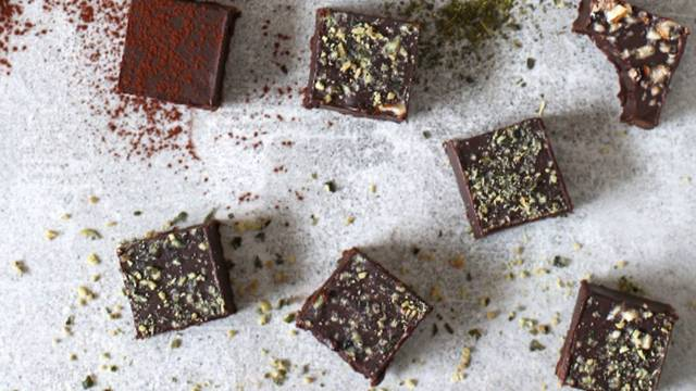 Čokoladni pralineji z meto