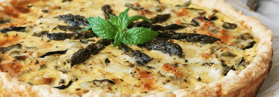Spomladanski quiche s šparglji in bučko
