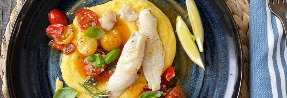 Morska spaka s polento in paradižnikovo omako