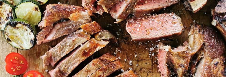 Tomahawk in rib - eye steak na odprtem ognju