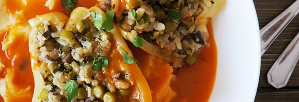 Zelenjavne polnjene paprike v paradižnikovi omaki