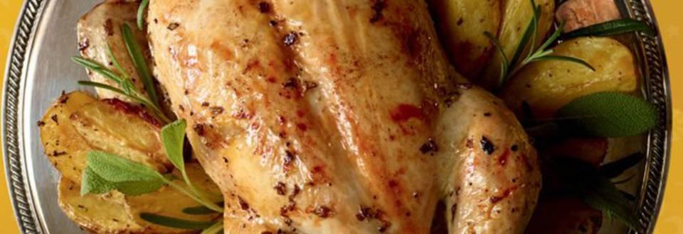 Mariniran piščanec z žajbljem, limono in rožmarinom