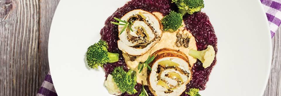 Novoletna svečana večerja: Piščančji prsni zvitki s tartufi na čičerikinem pireju s šalotkino omako