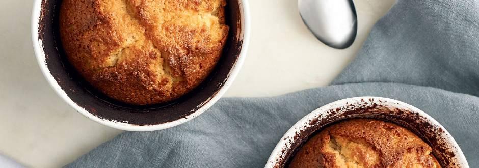 Sufle iz pirine moke z belo čokolado in mandlji